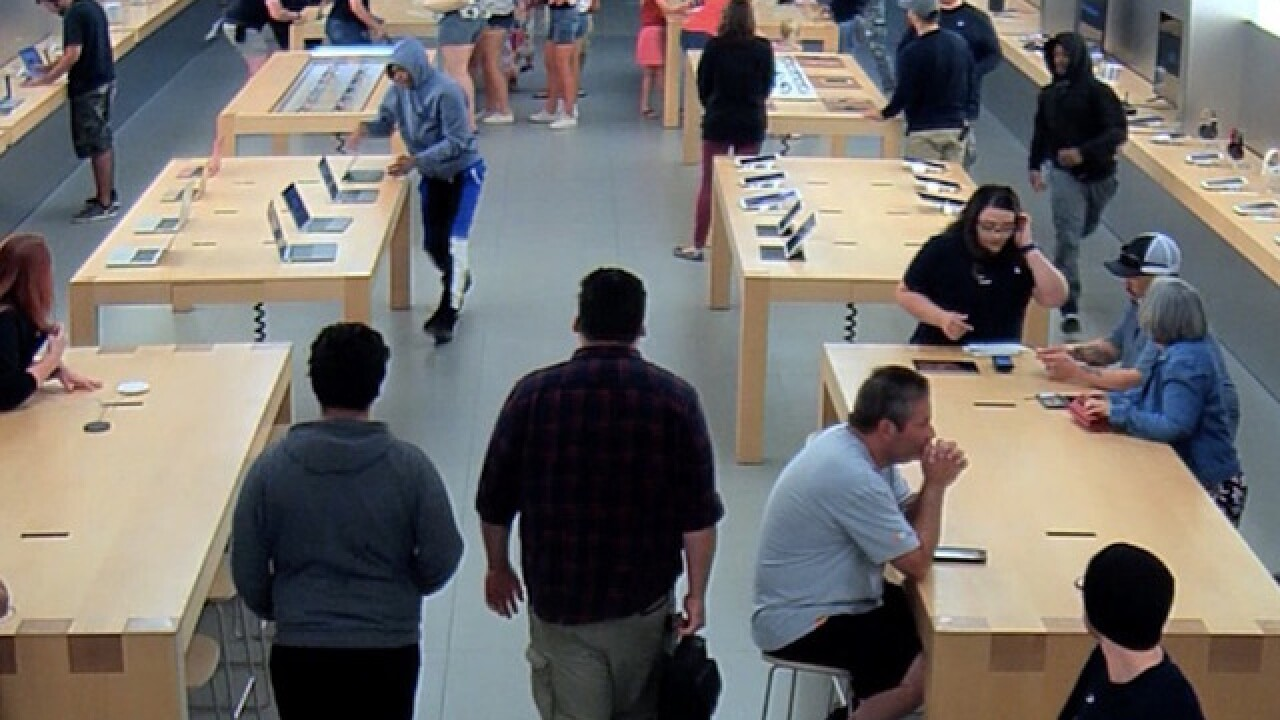 Thieves steal $27,000 in merchandise from Apple Store in brazen robbery
