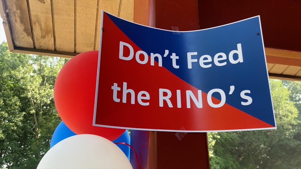 don't feed the rinos.jpg
