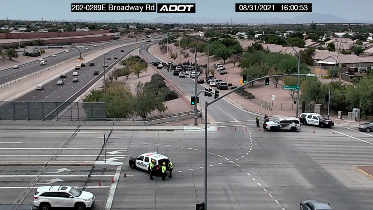 Robbery suspect found dead after attempted carjacking on Loop 202 ramp in Mesa