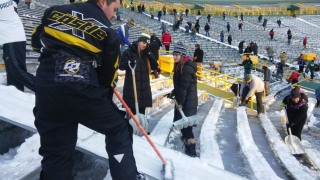 Packers seek shovelers at Lambeau Field Thursday