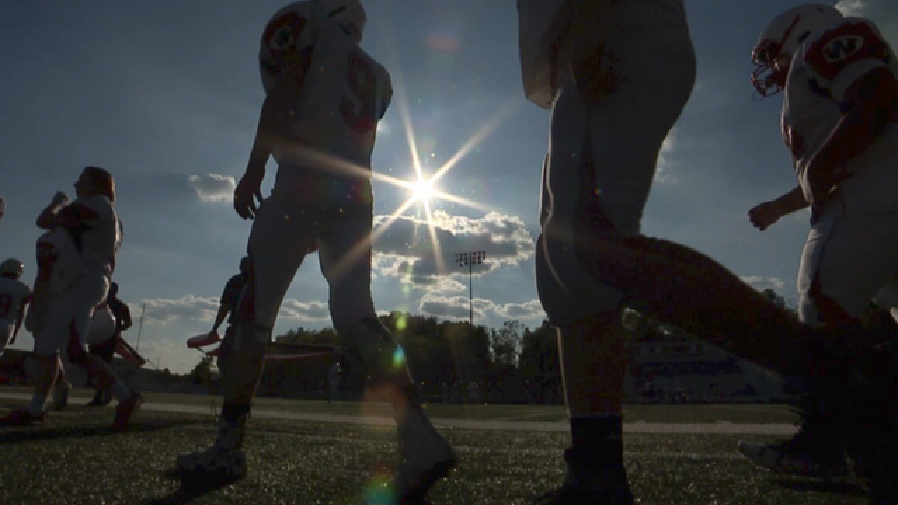 Ohio teen with prosthetic leg defies odds on the football field