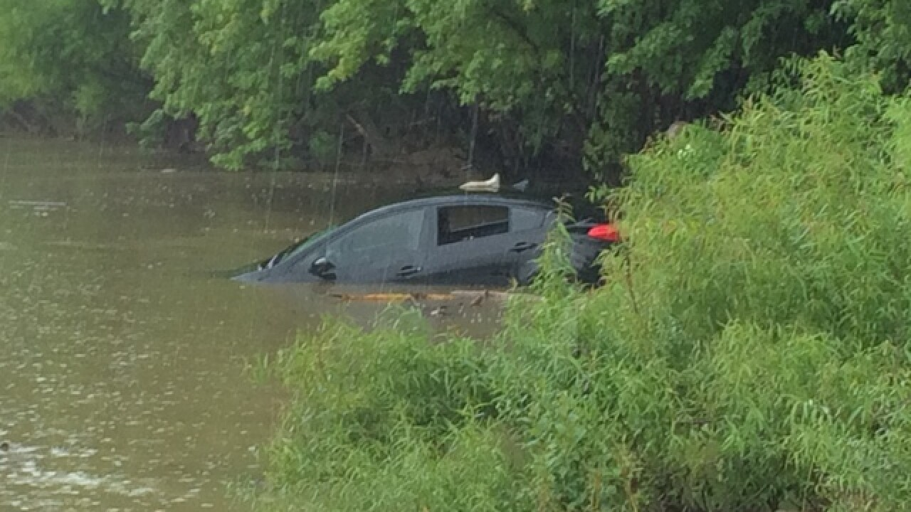 PD: Crews pull car from Ohio River in Neville