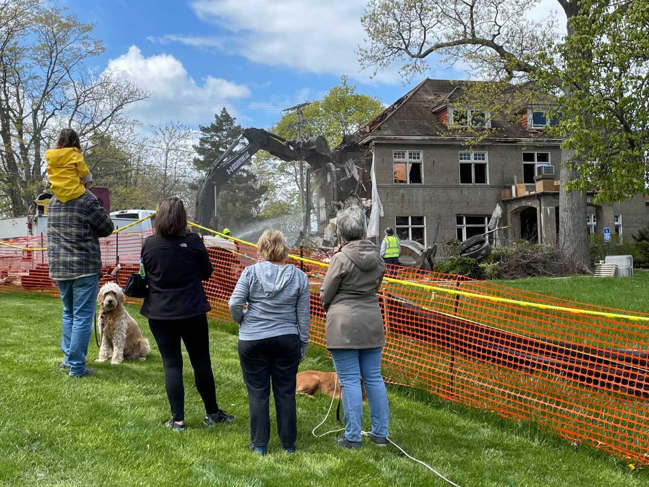 wakefield mansion demolition 4.jpg