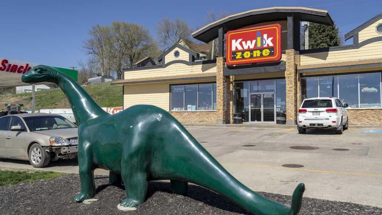 Interstate 29 I-29 closure 2 Kwiz Zone gas station convenience store.jpg