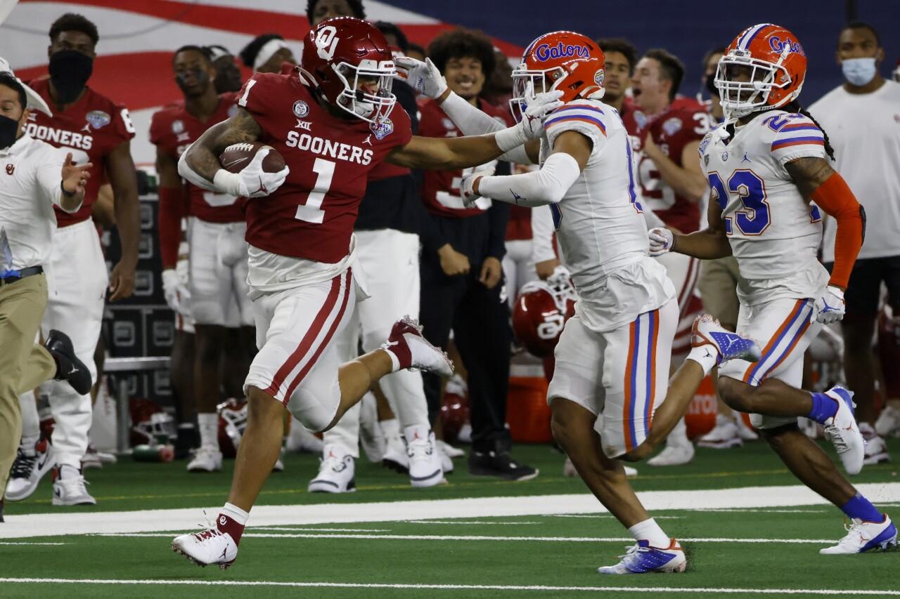 Oklahoma Sooners running back Seth McGowan vs. Florida Gators in 2020 Cotton Bowl