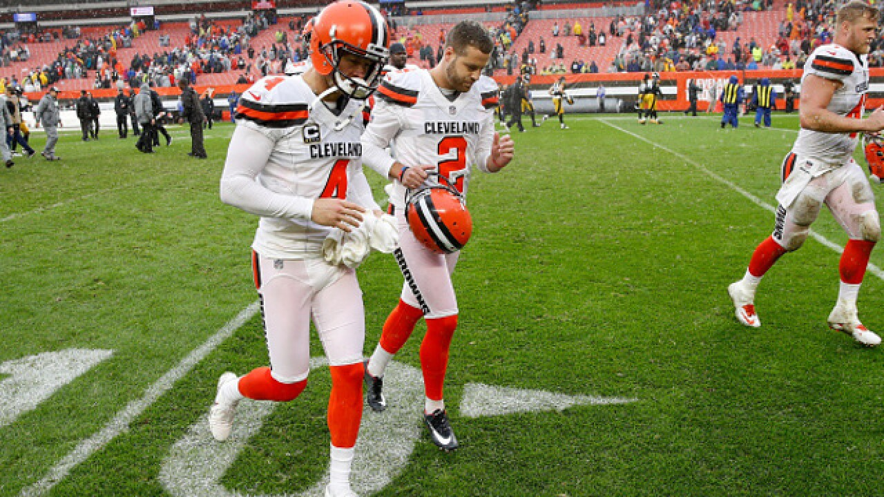 Browns don't lose, tie Steelers 21-21 in sloppy game