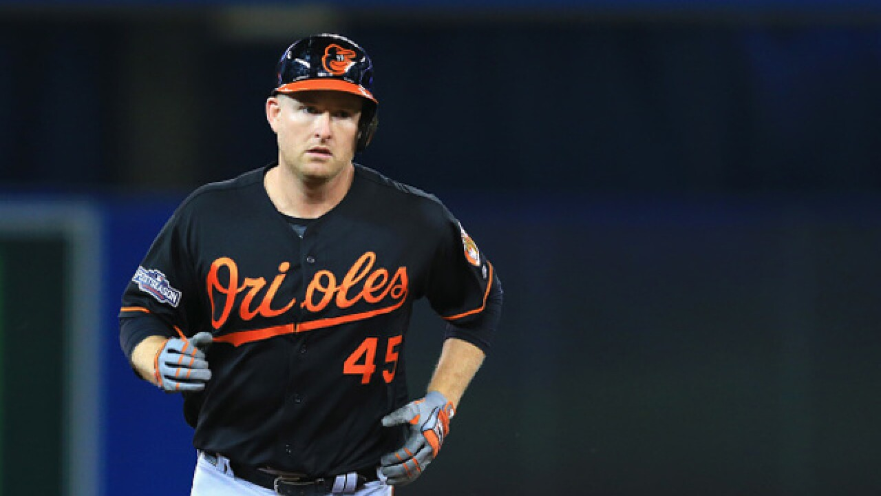 Orioles slugger Trumbo out 3-4 weeks with strained quad