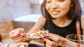 Apparently, Raw Oysters May Still Be Alive When You Eat Them