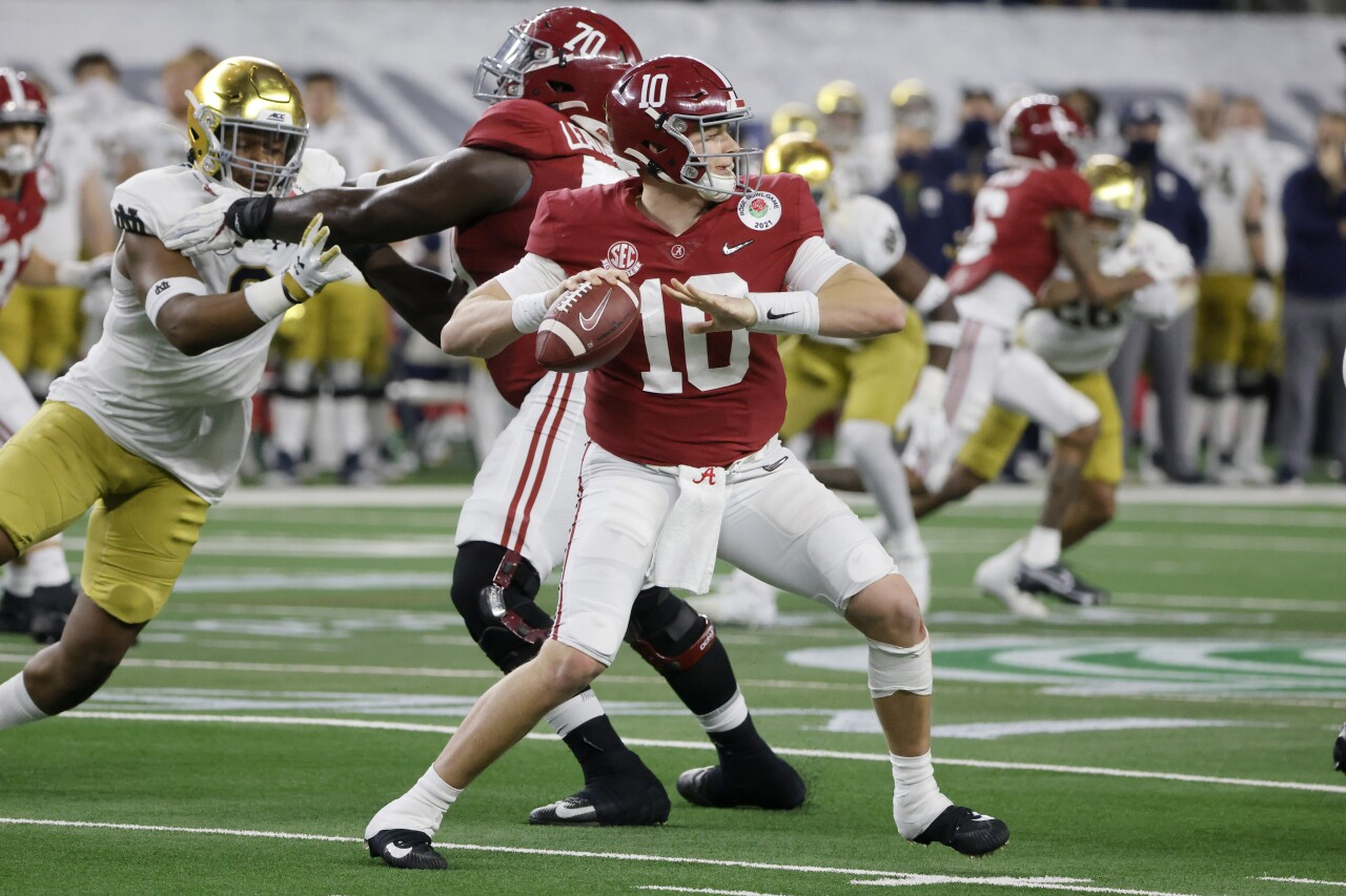 Alabama Crimson Tide QB Mac Jones vs. Notre Dame Fighting Irish in College Football Playoff semifinal at Rose Bowl