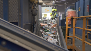 Artificial intelligence and robots are helping to transform the recycling industry