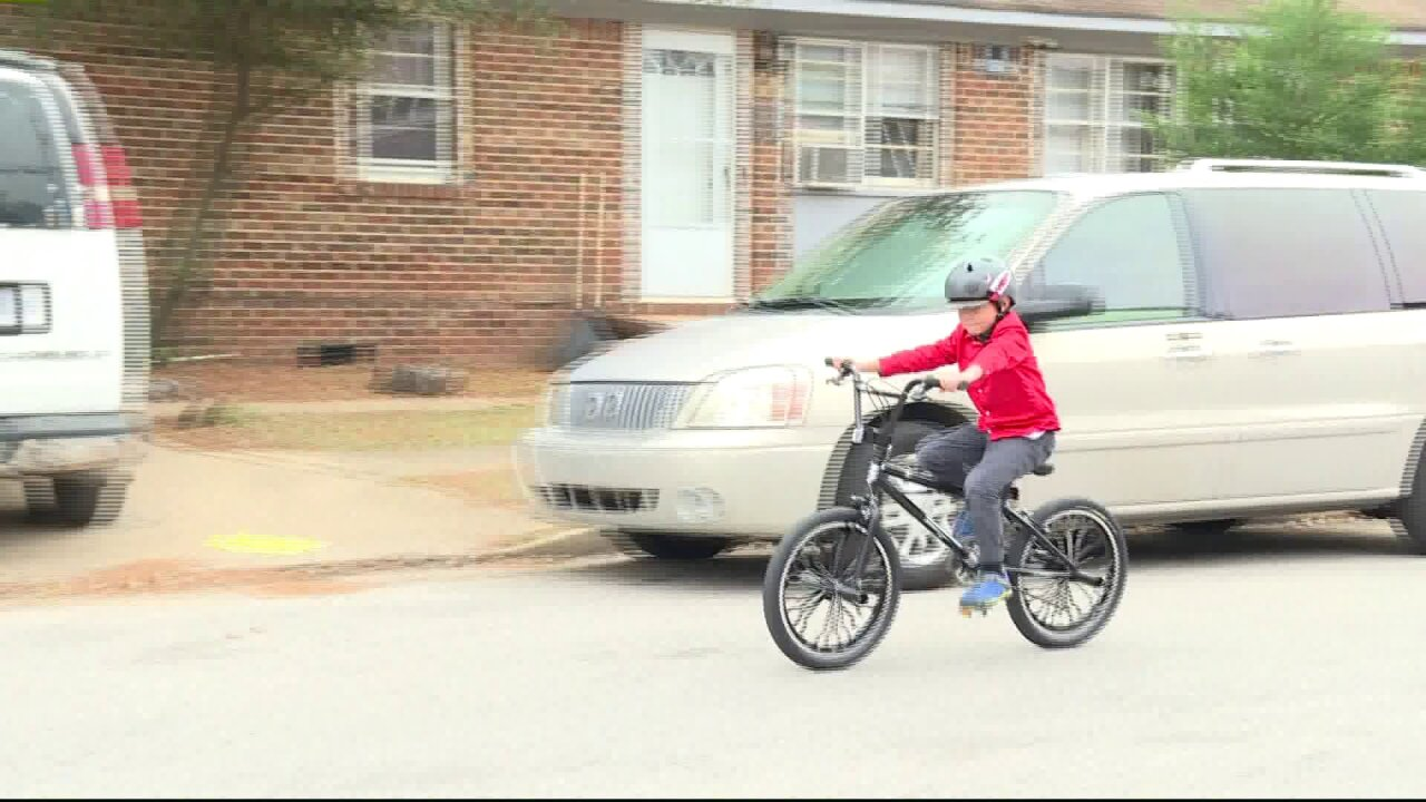 Child's bicycle gets stolen, neighbors take action to make him mobile again