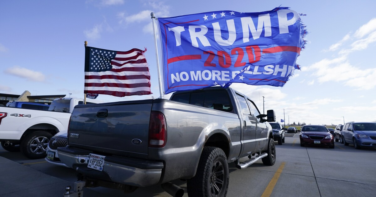 Prescott Valley resident ordered to remove Trump flag by men posing as officers - ABC15 Arizona