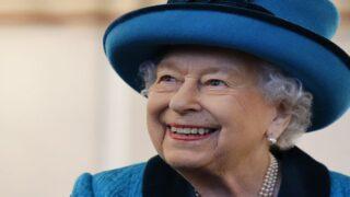 Watch Queen Elizabeth Cut A Cake With A Sword