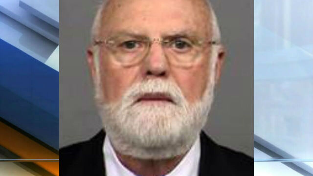 Fertility doctor who used own sperm, surrenders license