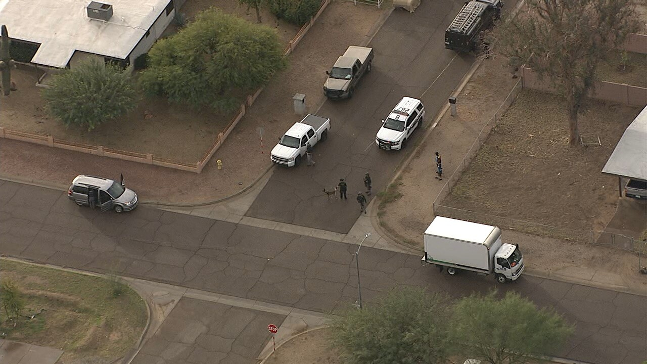 Suspect on loose after carjacking Amazon truck in Phoenix