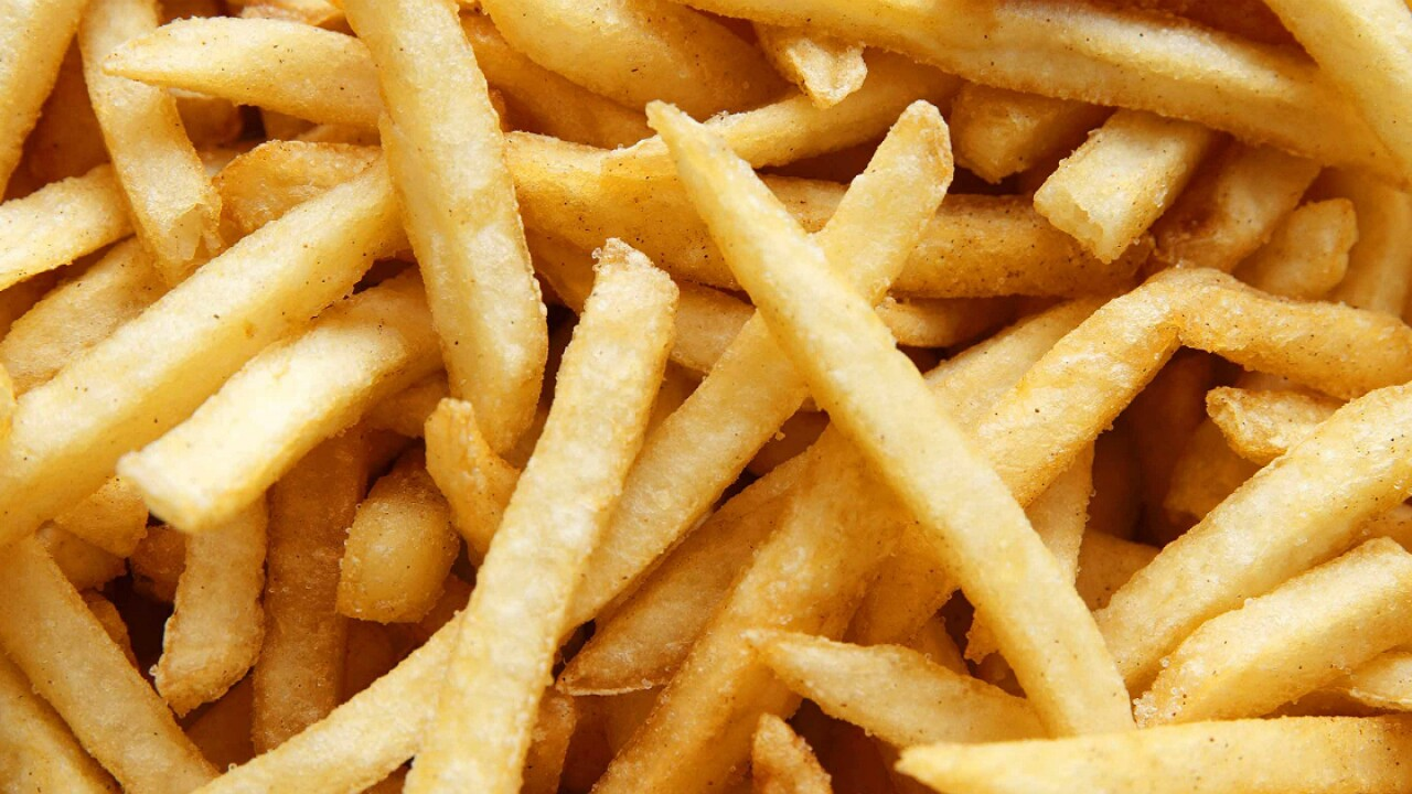 Teen goes blind after diet of Pringles, white bread, and French fries