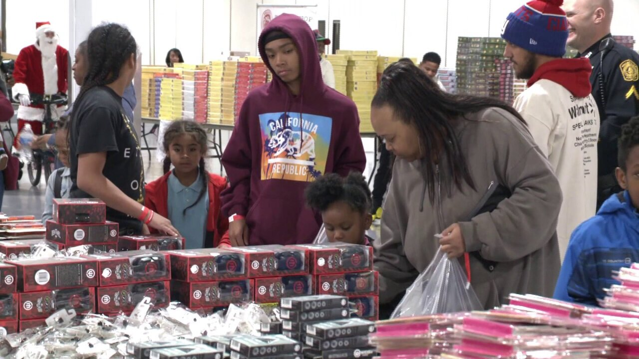 Volunteers hand out $300K worth of toys during 'Project Toy Drop' inNorfolk
