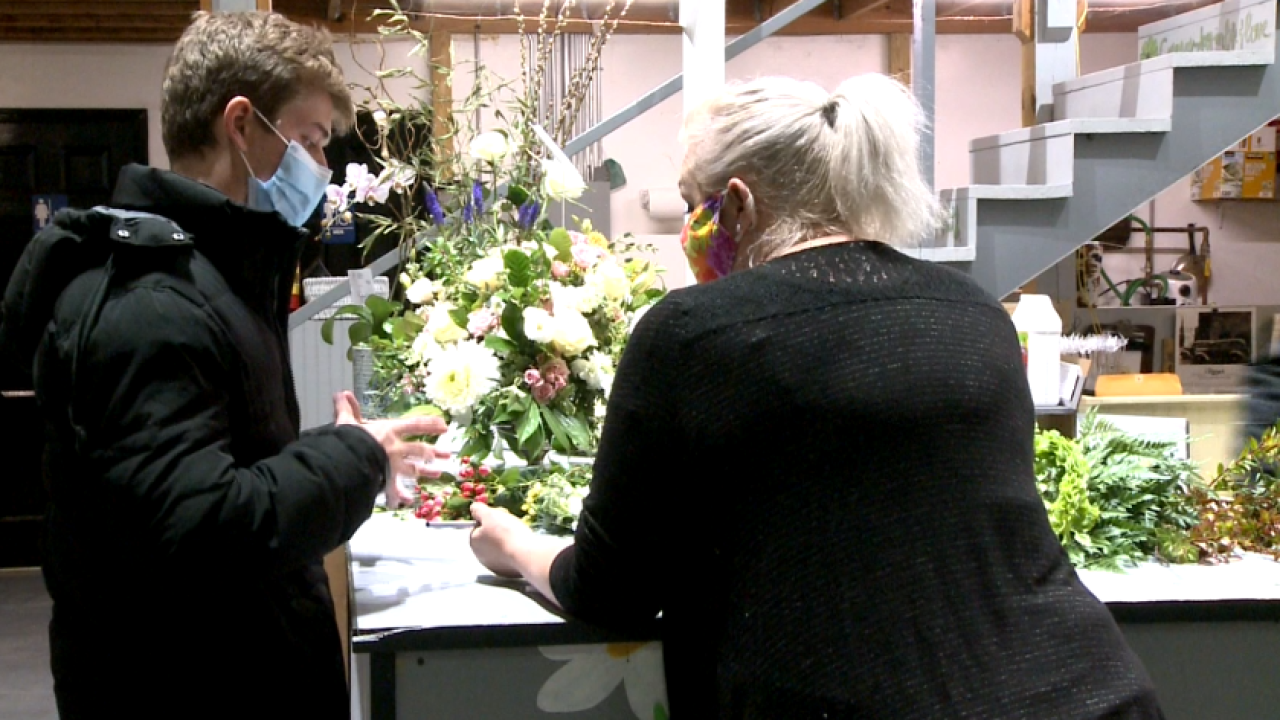 Local flower shop banking on Valentine's weekend following challenging year of COVID