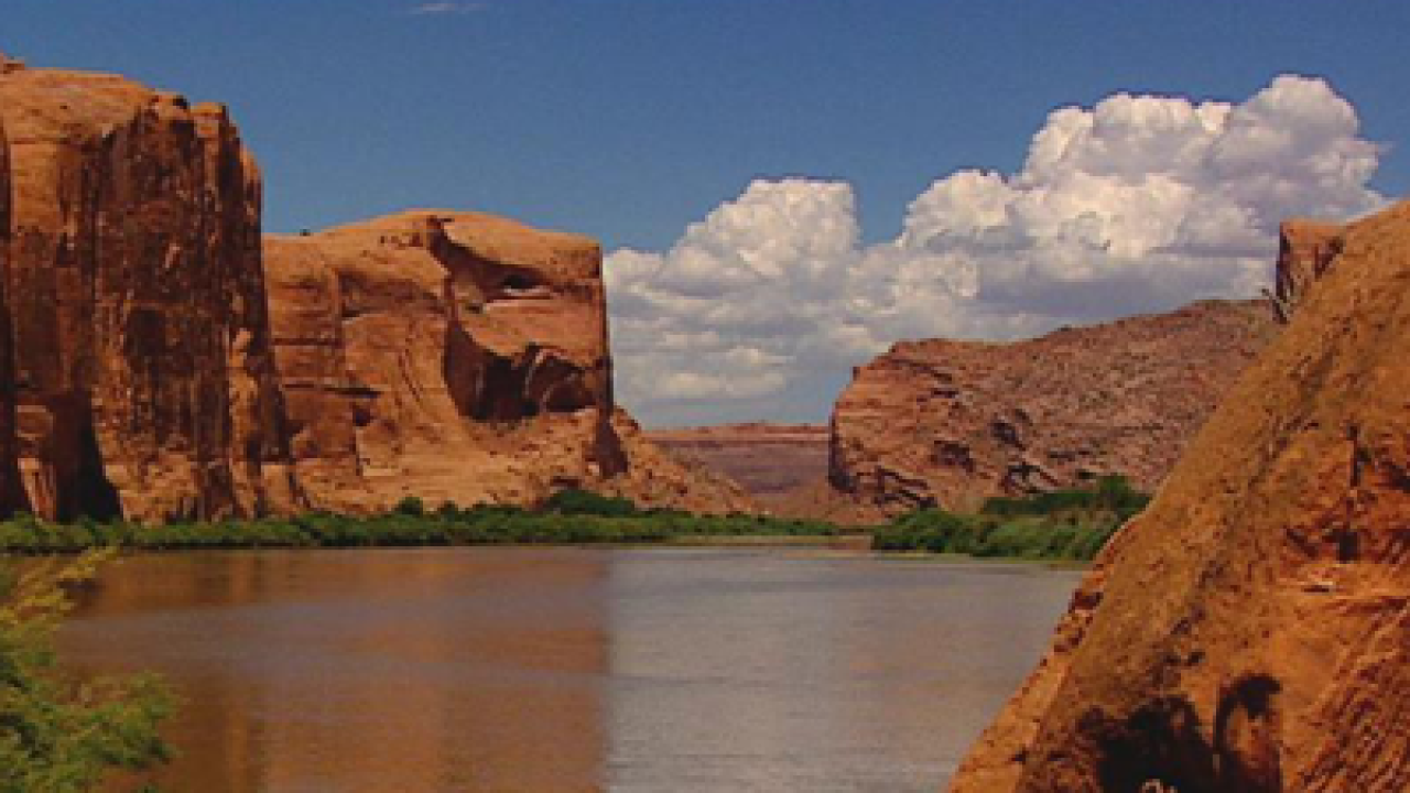 Crews search for 2 missing on Lake Powell