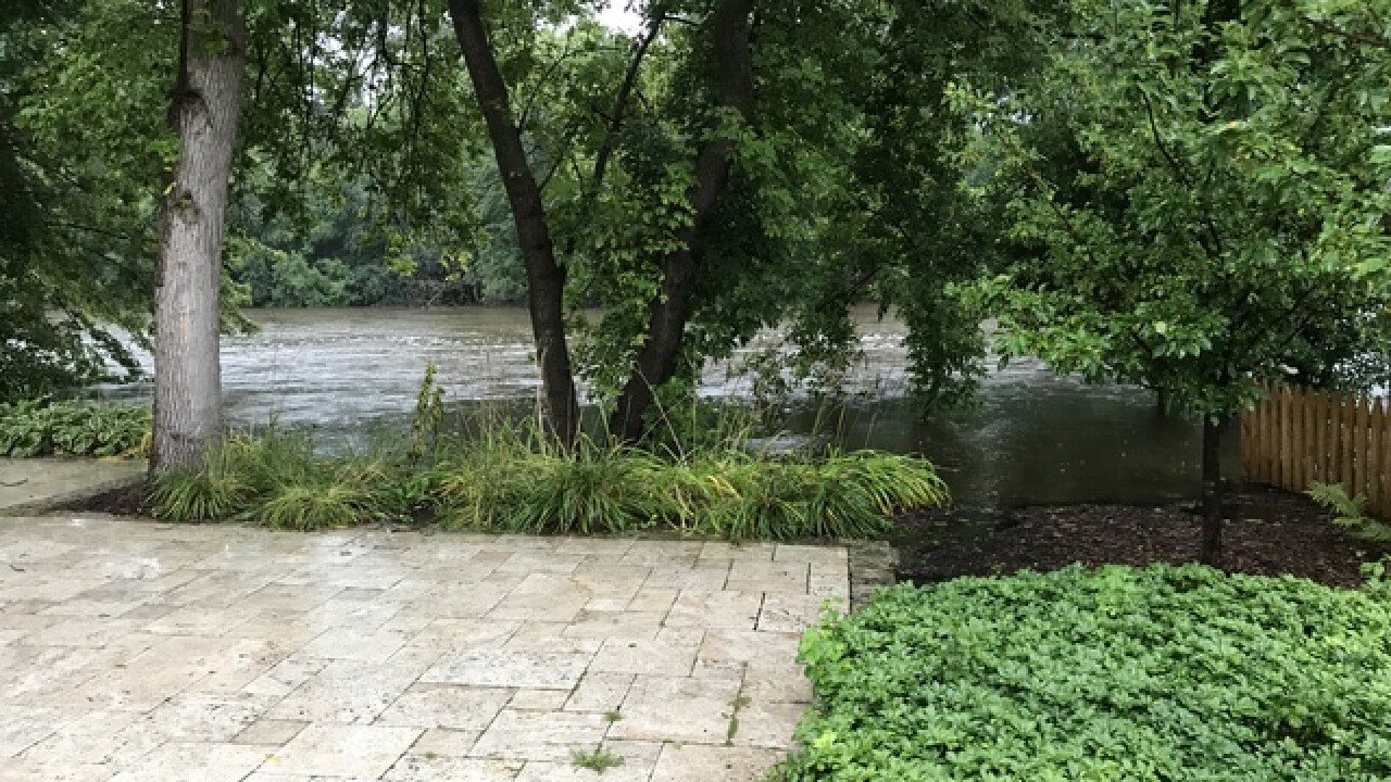 Businesses rush to stop MKE River flooding