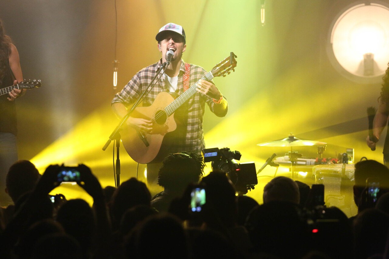 Jason Mraz Performance Hosted By Elvis Duran