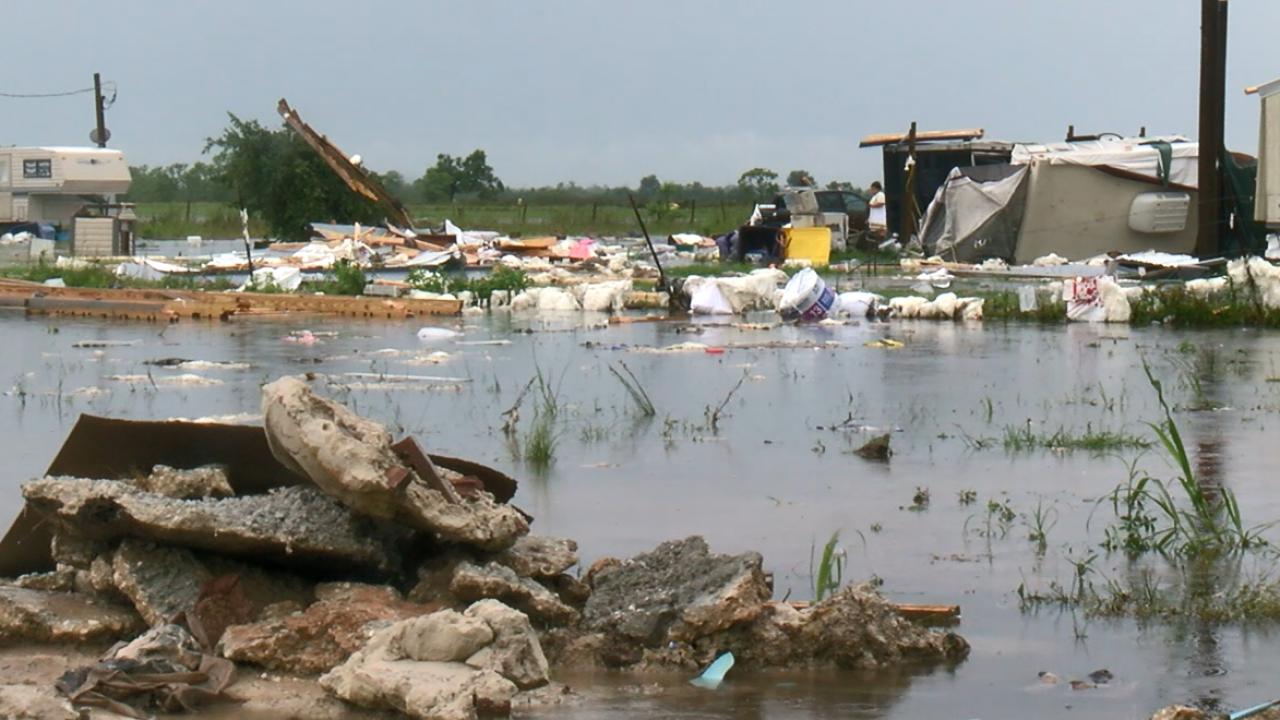 Tailer debris tornado jeff davis.PNG