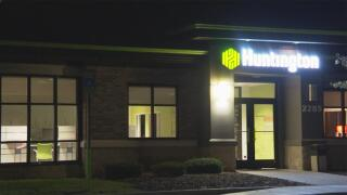 Holt+Huntington+Bank.jpg