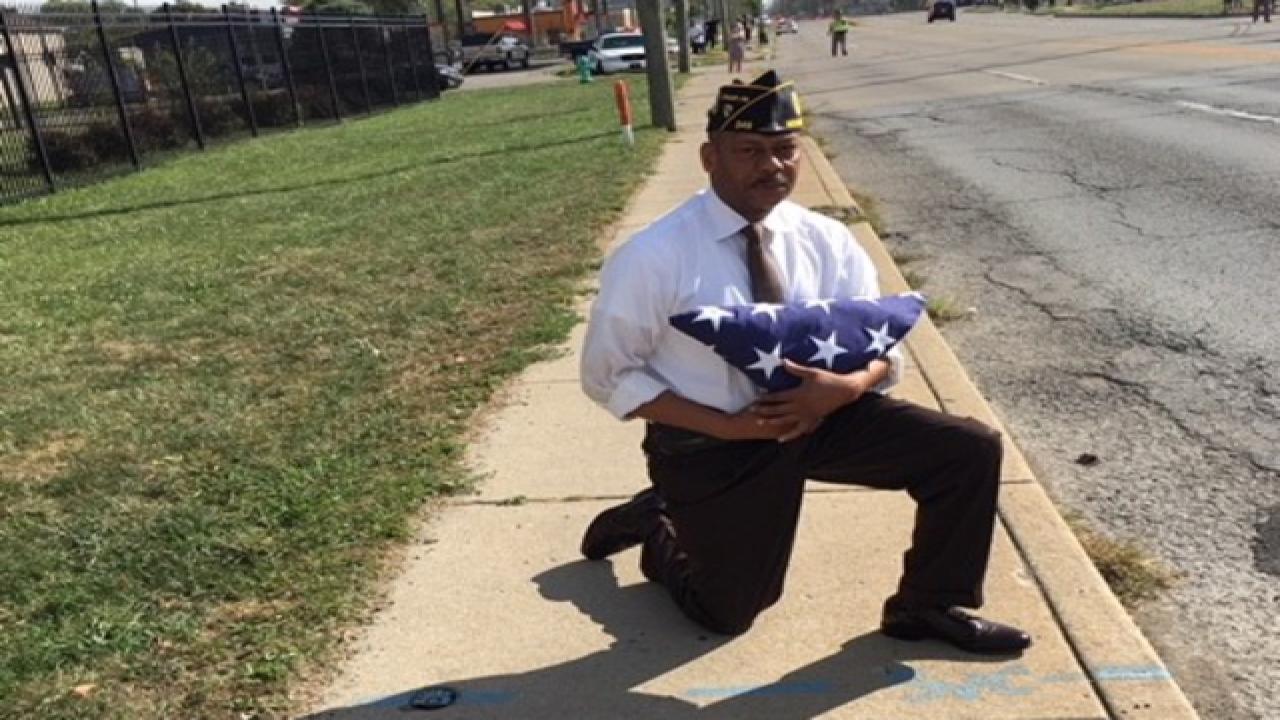 Indianapolis veteran kneels before Trump's motorcade