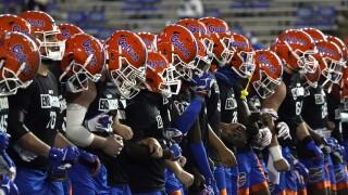 Florida Gators lock arms before game vs. LSU Tigers in 2020