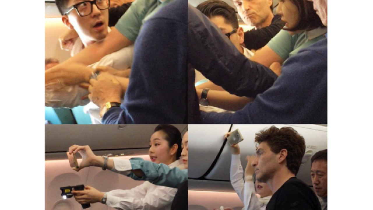 Singer Richard Marx helps restrain unruly airplane passenger