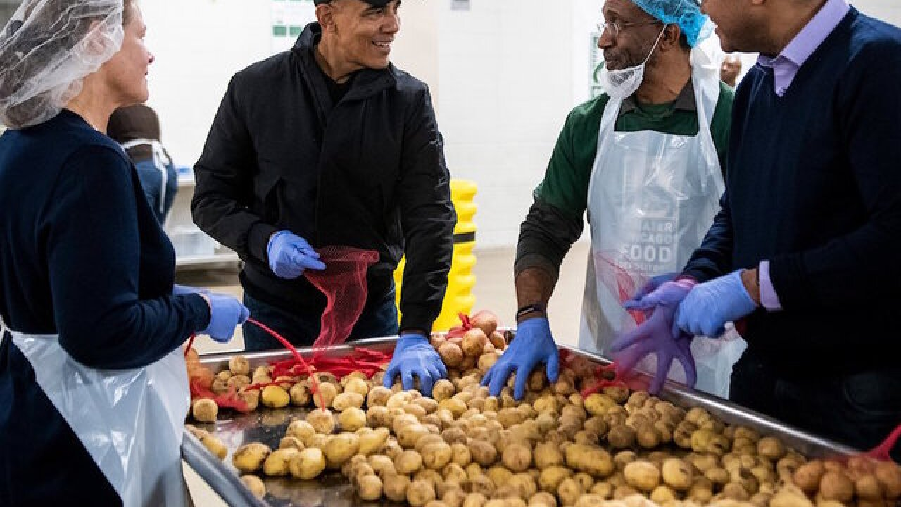 Obama surprises Chicago food bank volunteers and helps prepare Thanksgiving meal bags