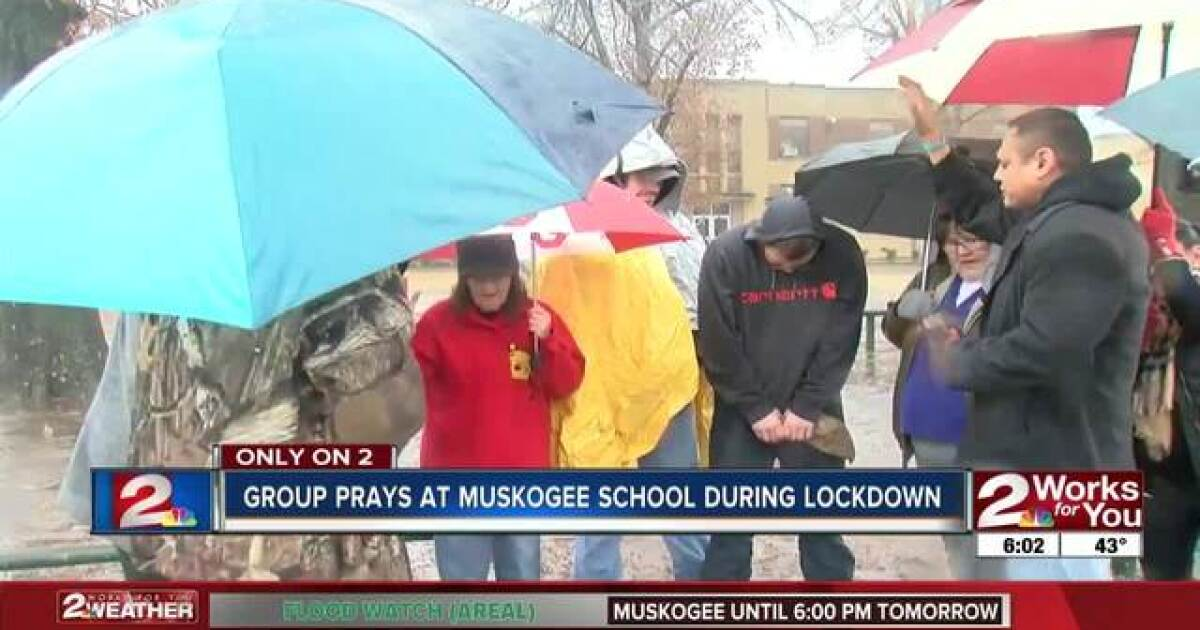 Group prays outside of Muskogee school during lockdown