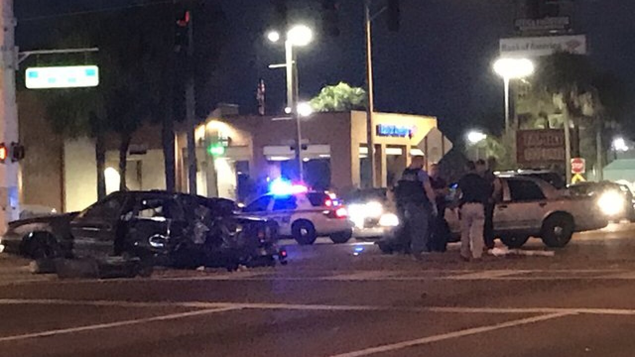 Police pursuit ends in crash in Tampa