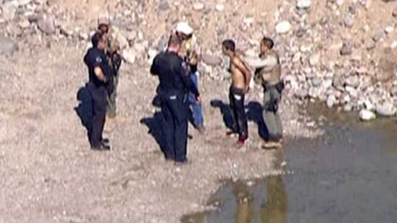 1 in custody after Mesa pursuit, 1 at large