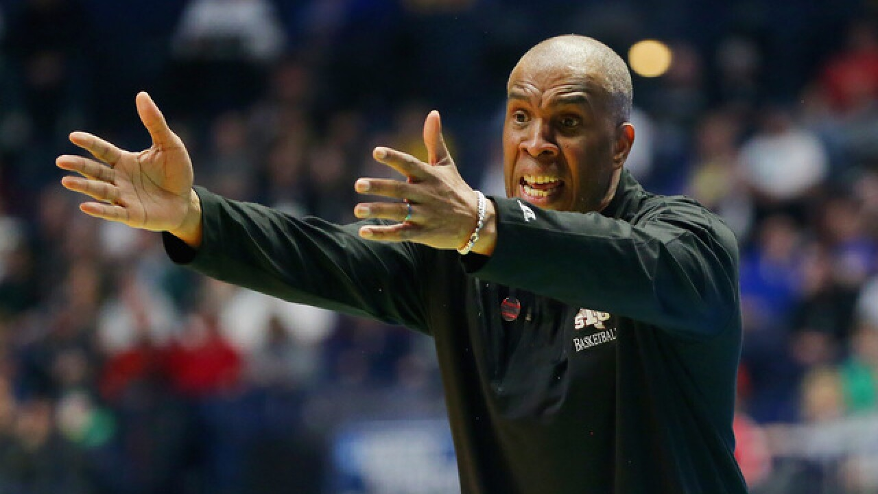 Report: Detroit Mercy hires Mike Davis as men's basketball coach