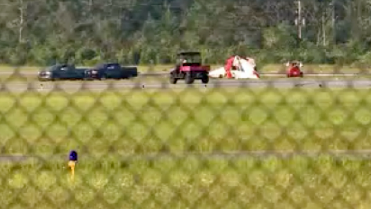 2 die when small plane crashes at Florida airport