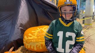 """Packers host """"Spooktacular Express"""" at Lambeau's open-air concourse"""