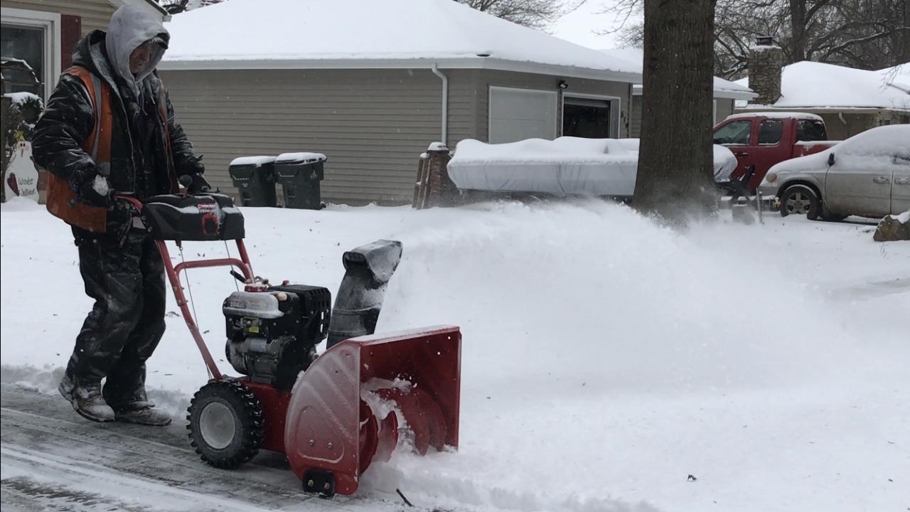 Neighbors help in snow Olathe