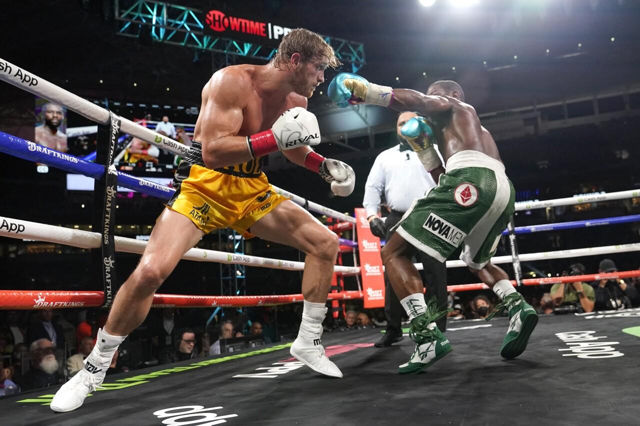Floyd Mayweather Jr. goes in for punch against Logan Paul at Hard Rock Stadium, June 6, 2021