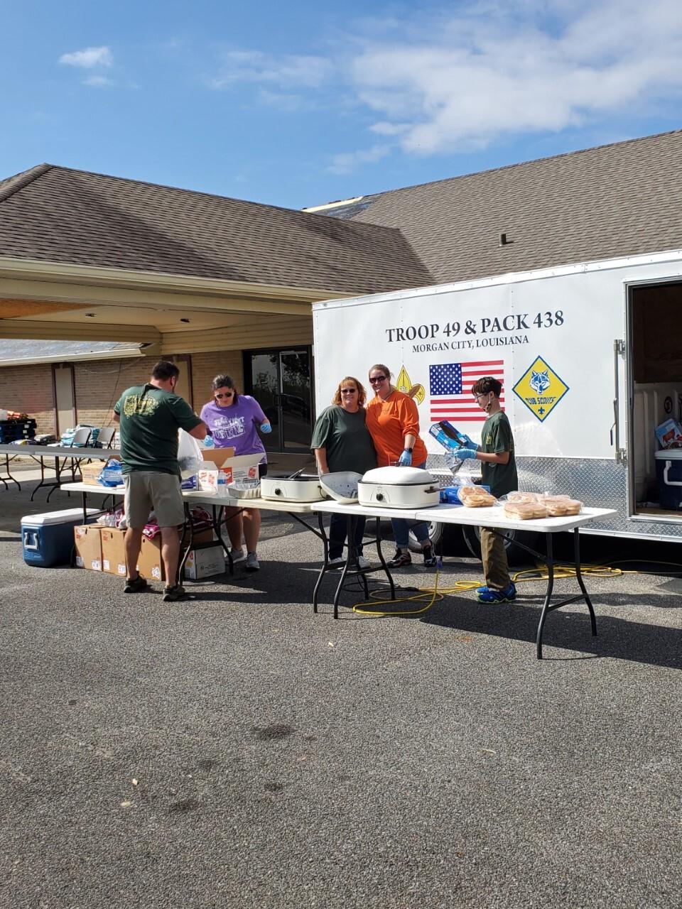 Boy scouts Morgan City feed Delta victims (3).jpg