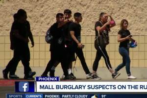 Phoenix mall evacuated after armed robbery