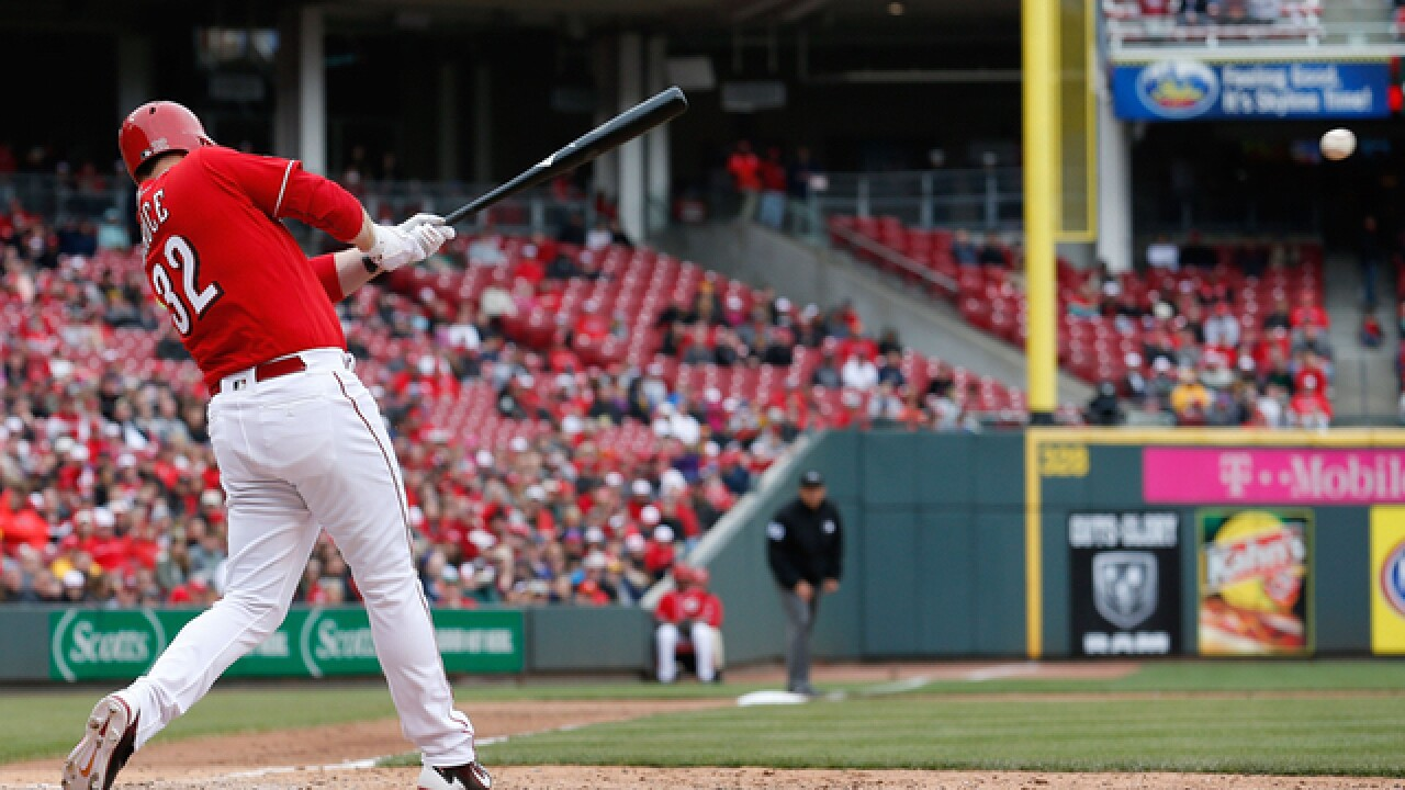 Reds edge Pirates 2-1
