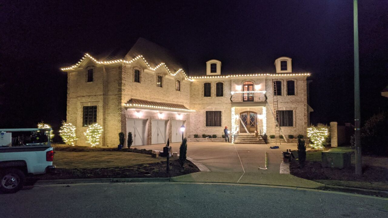 Putting up Christmas lights? The equipment you need and the lights tobuy