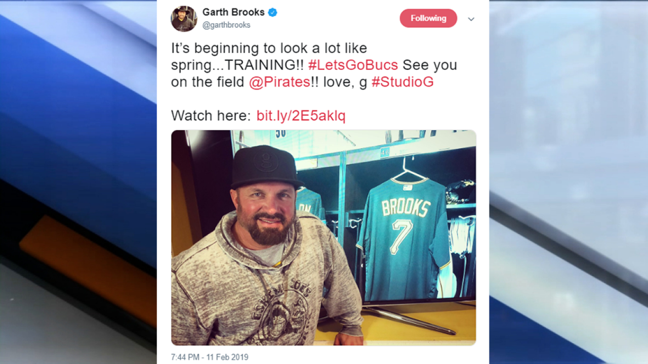 f9fa8325109af5 Garth Brooks is playing baseball with the Pittsburgh Pirates for spring  training