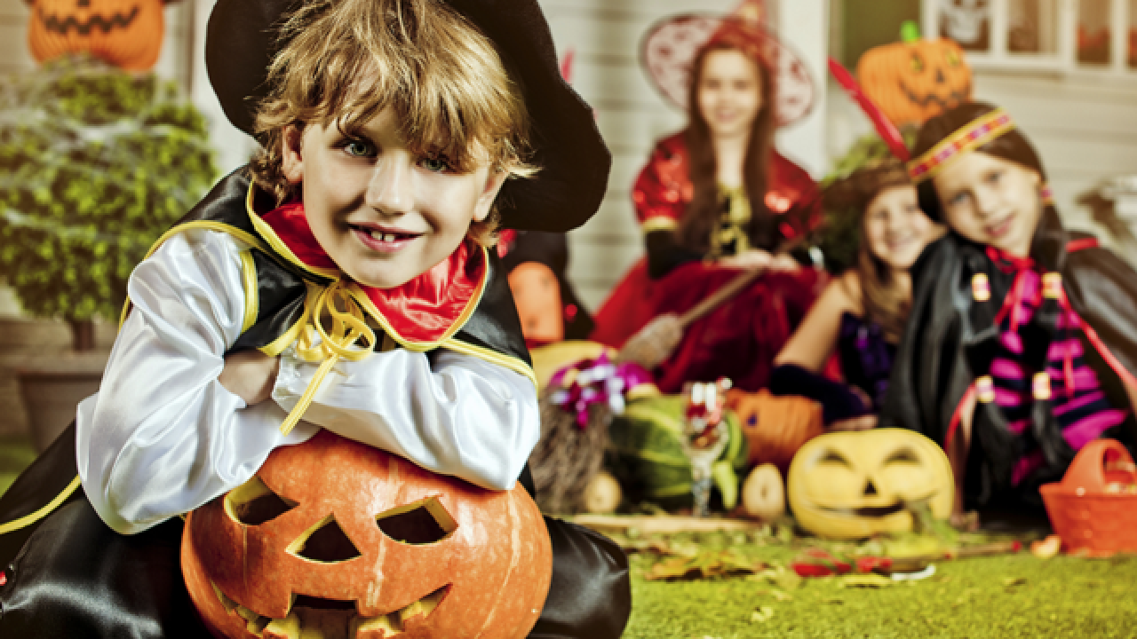 Americans Are Expected To Spend A Record 8 4 Billion This Halloween Up A Billion Dollars From Last Year