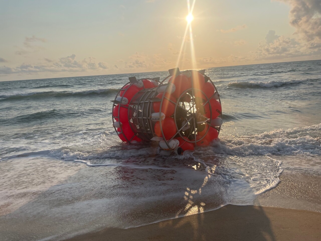 A man in a cylindrical floating contraption washed ashore in Florida in an apparent attempt to walk on water to New York.