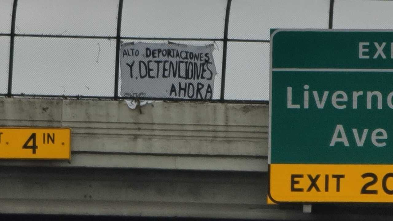 Movimiento Cosecha banner in Detroit