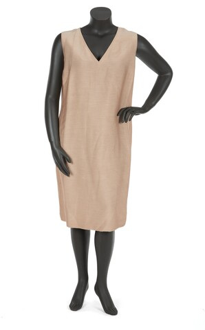 Photo gallery: Aretha Franklin stage-worn dresses, hats & more up for auction