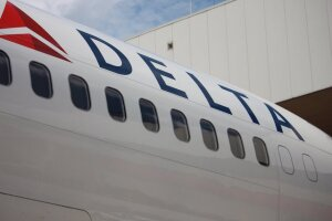 Delta has banned 460 passengers for not wearing masks