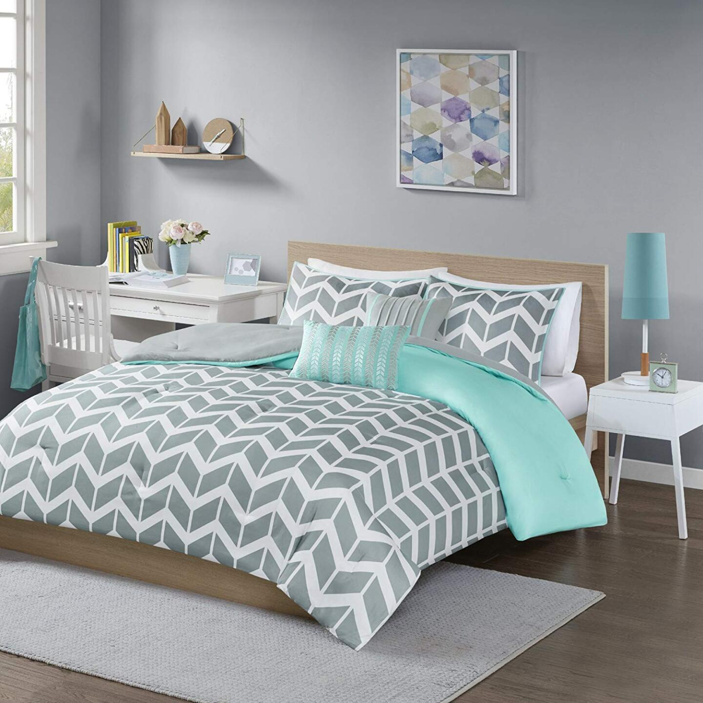 Intelligent Design Nadia Comforter Set.jpg